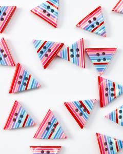 Button - Stripey Triangle - Smoothie - 20mm