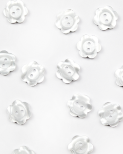 Button - Pearly Daisy White - 18mm